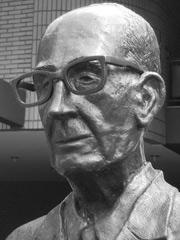 Carlos Drummond de Andrade statue